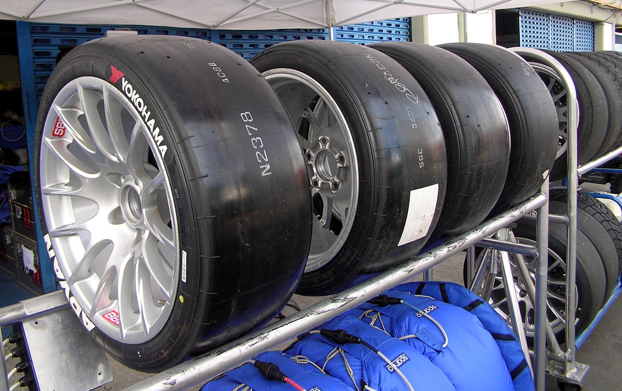 Des pneus slicks pour Formule 1